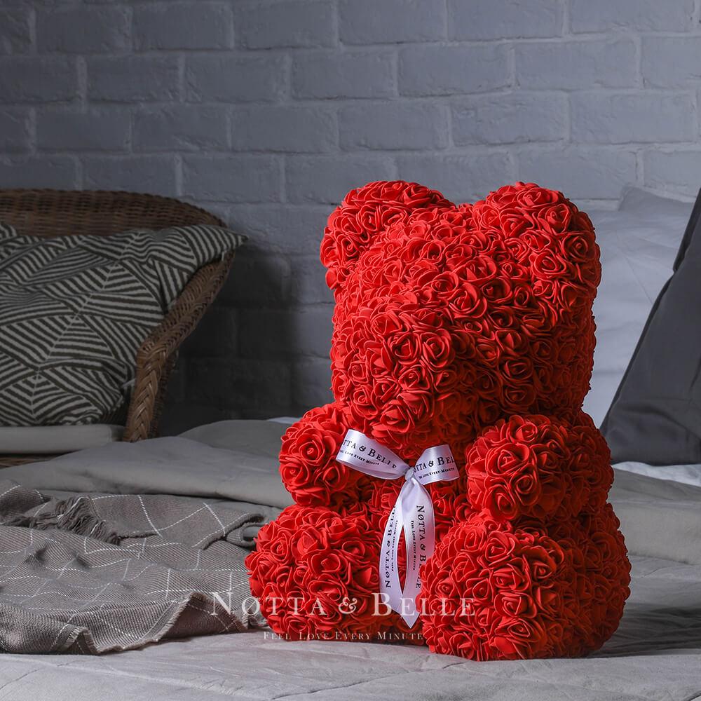 Červený medvídek z růží - 35 cm