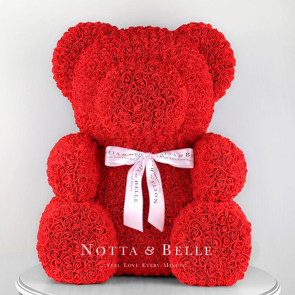 Červený medvídek z růží - 65 cm
