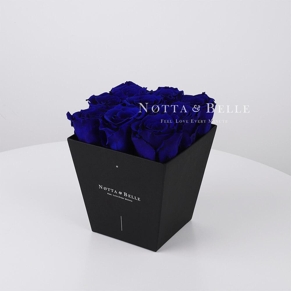 Blauer Rosenstrauß «Forever» in einer schwarzen Box – 9 Stück