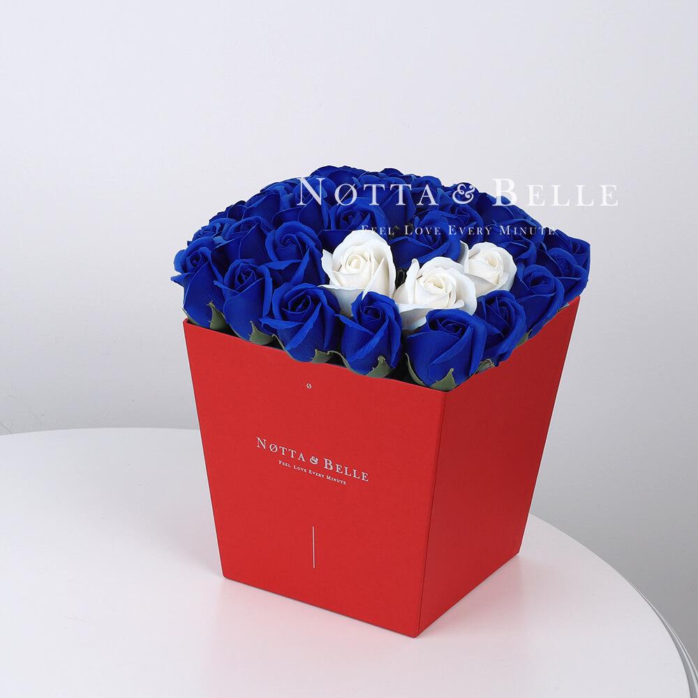 Мыльный букет синего цвета №434 из 35 розы