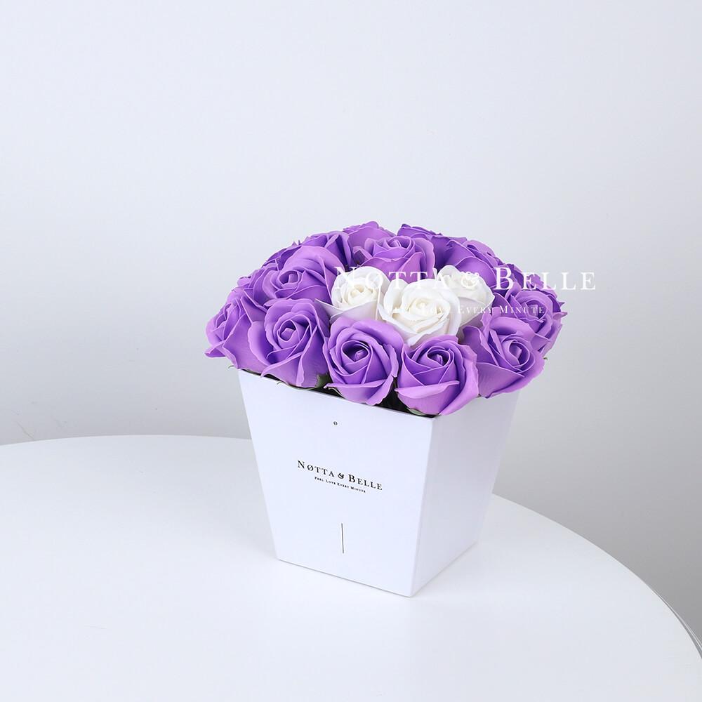 Мыльный букет фиолетового цвета №251 из 21 розы