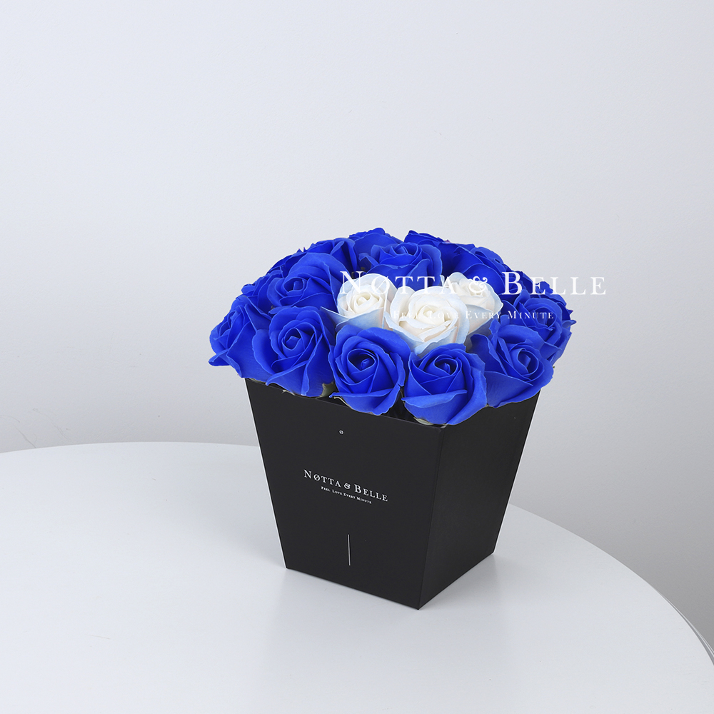 Мыльный букет синего цвета №232 из 21 розы