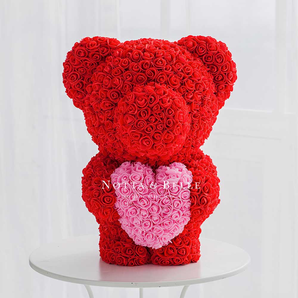 Красный мишка из роз с розовым сердцем
