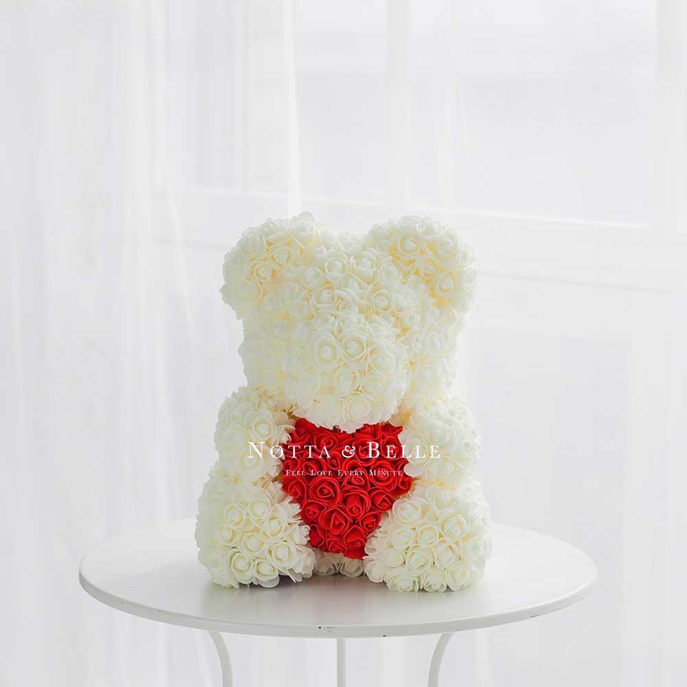 Белый мишка из роз с красным сердцем - 40 см