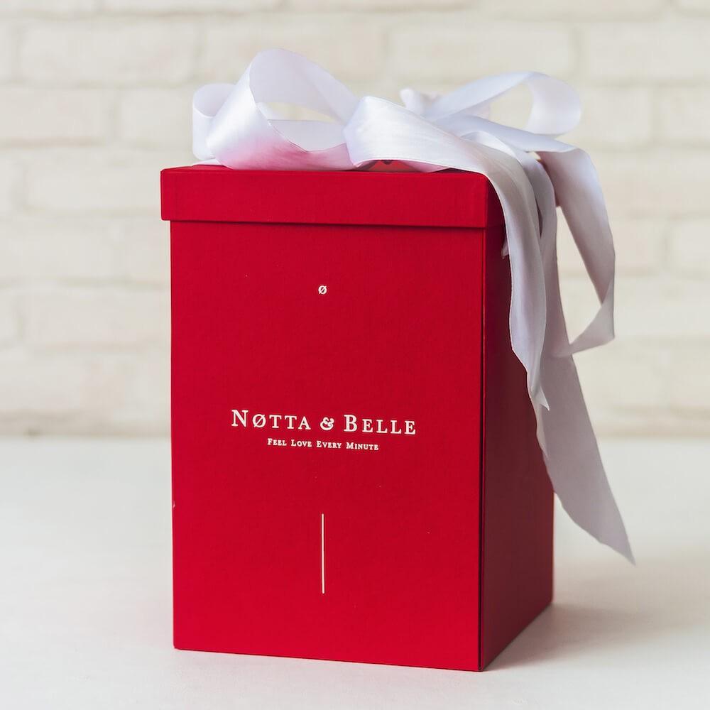 Boîte cadeau X Rouges pour Rose sous cloche