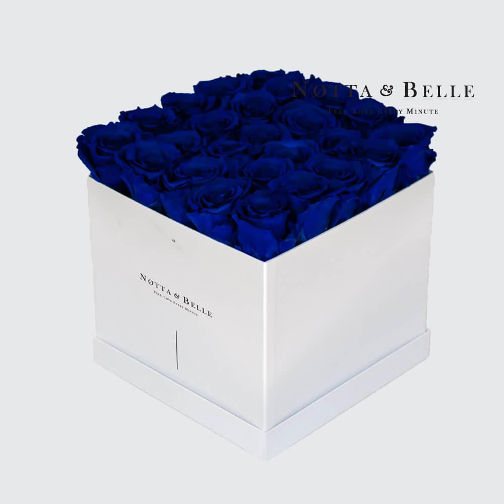 Blauer Rosenstrauß «Romantic» in einer weissen Box – 25 Stück