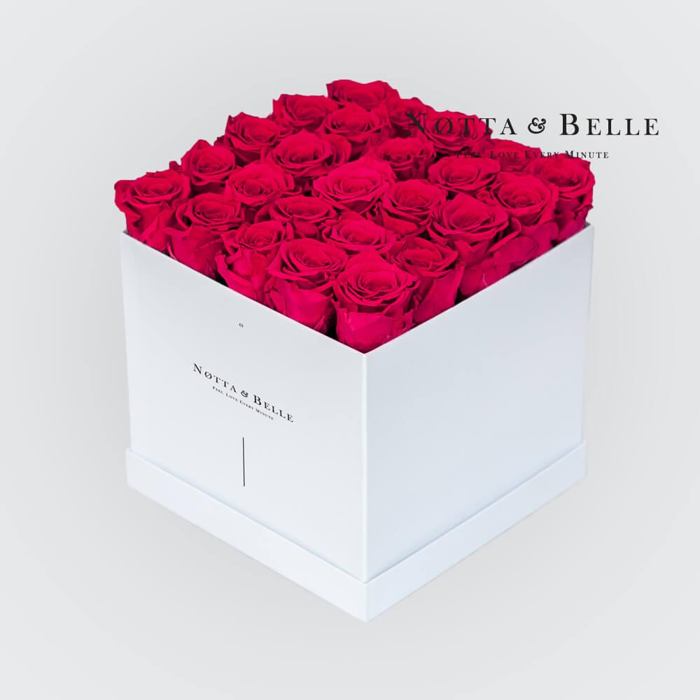 Grellrosa Rosenstrauß «Romantic» in einer weissen Box – 25 Stück