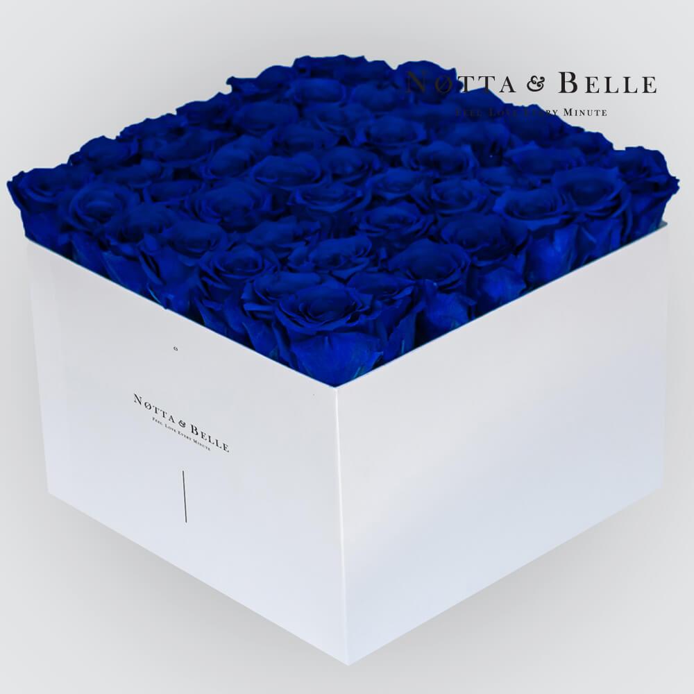 Blauer Rosenstrauß «Romantic» in einer weissen Box – 49 Stück