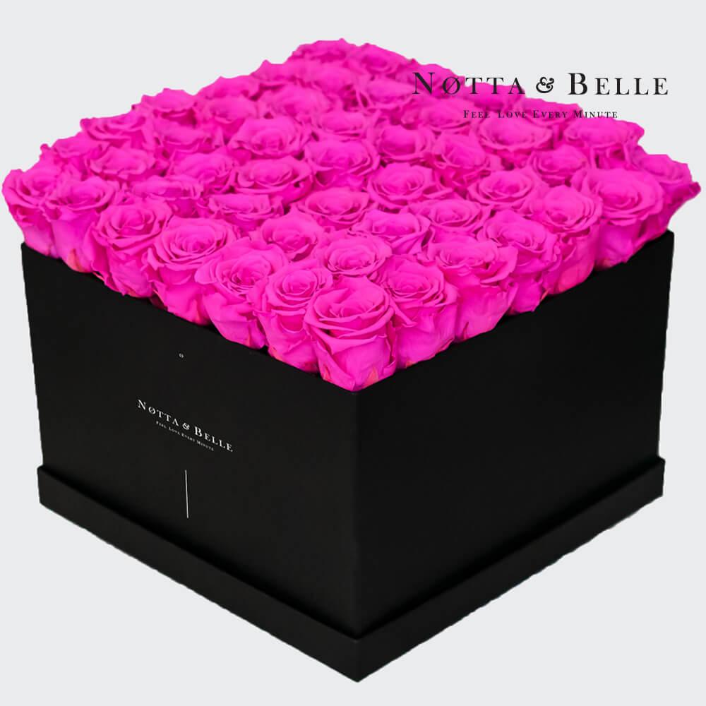 Rosenstrauß der Farbe Fuchsia «Romantic» in einer schwarzen Box – 49 Stück