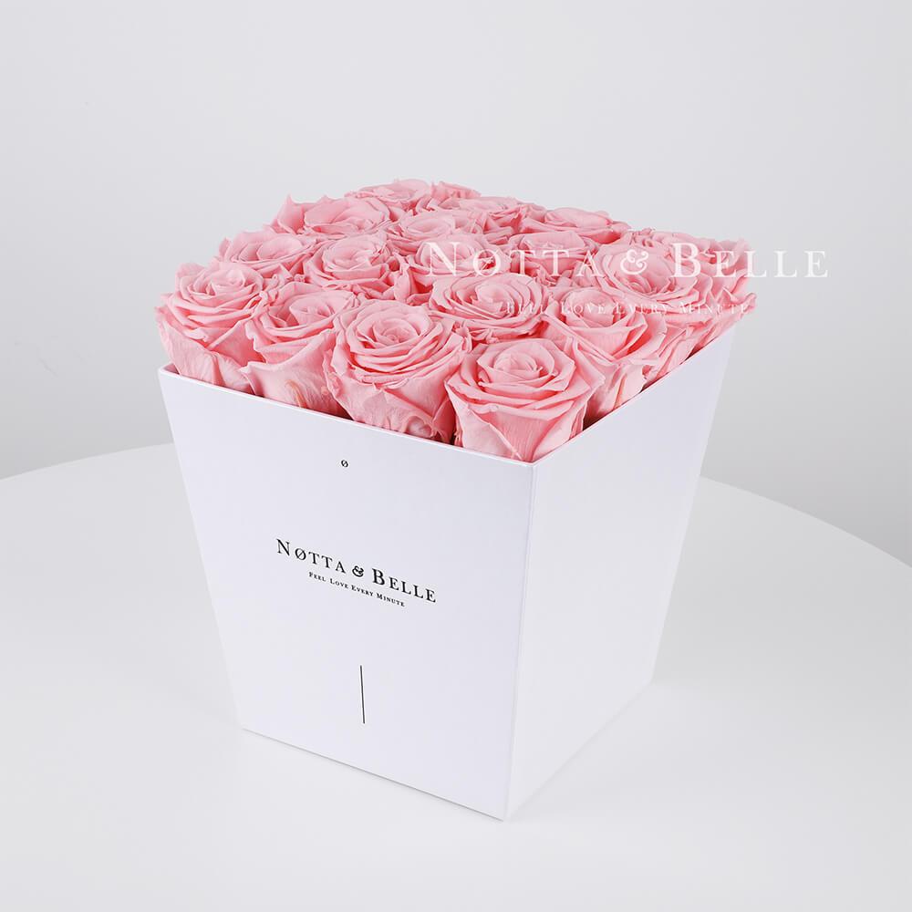 Růžová kytice «Forever» v bílé krabičce - 17 ks