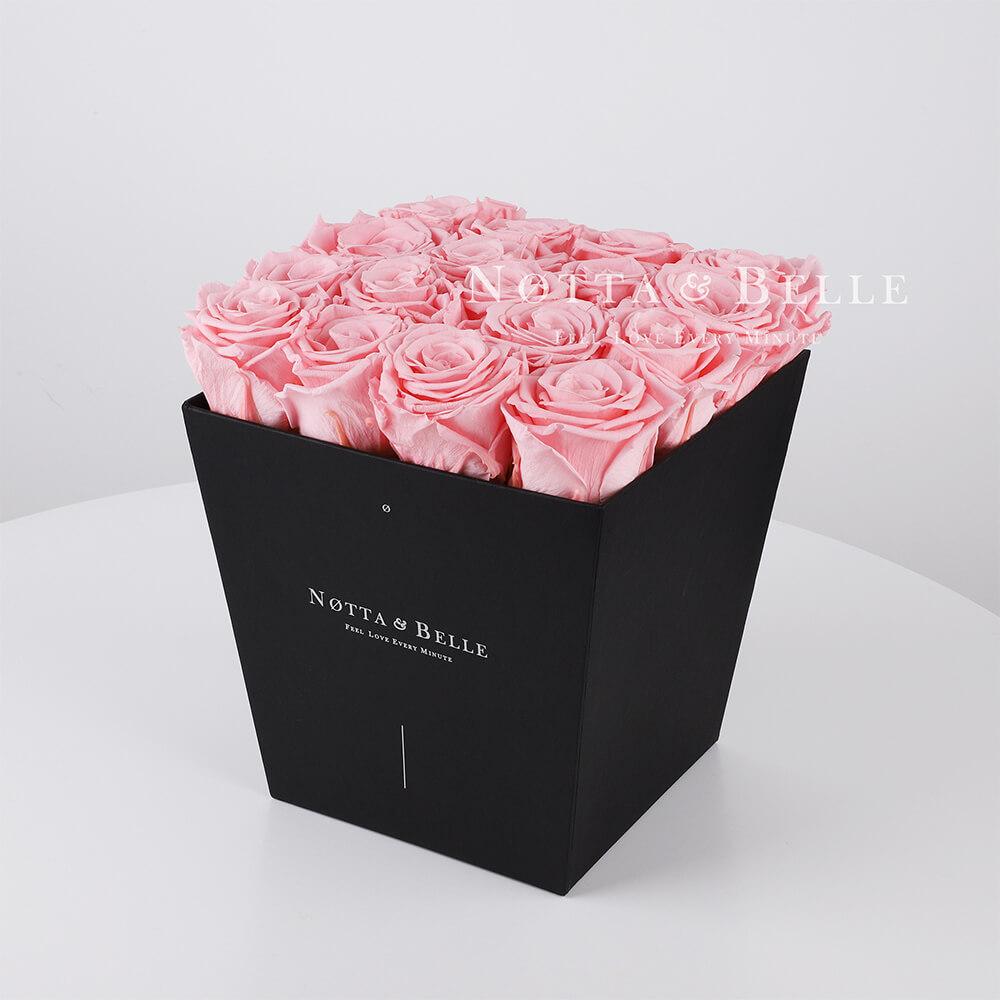 Růžová kytice «Forever» v černé krabičce - 17 ks