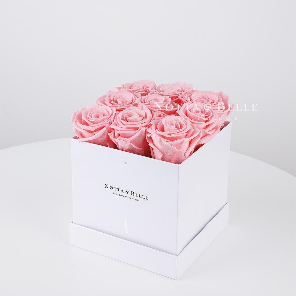 Růžová kytice «Romantic» v bílé krabičce - 9 ks
