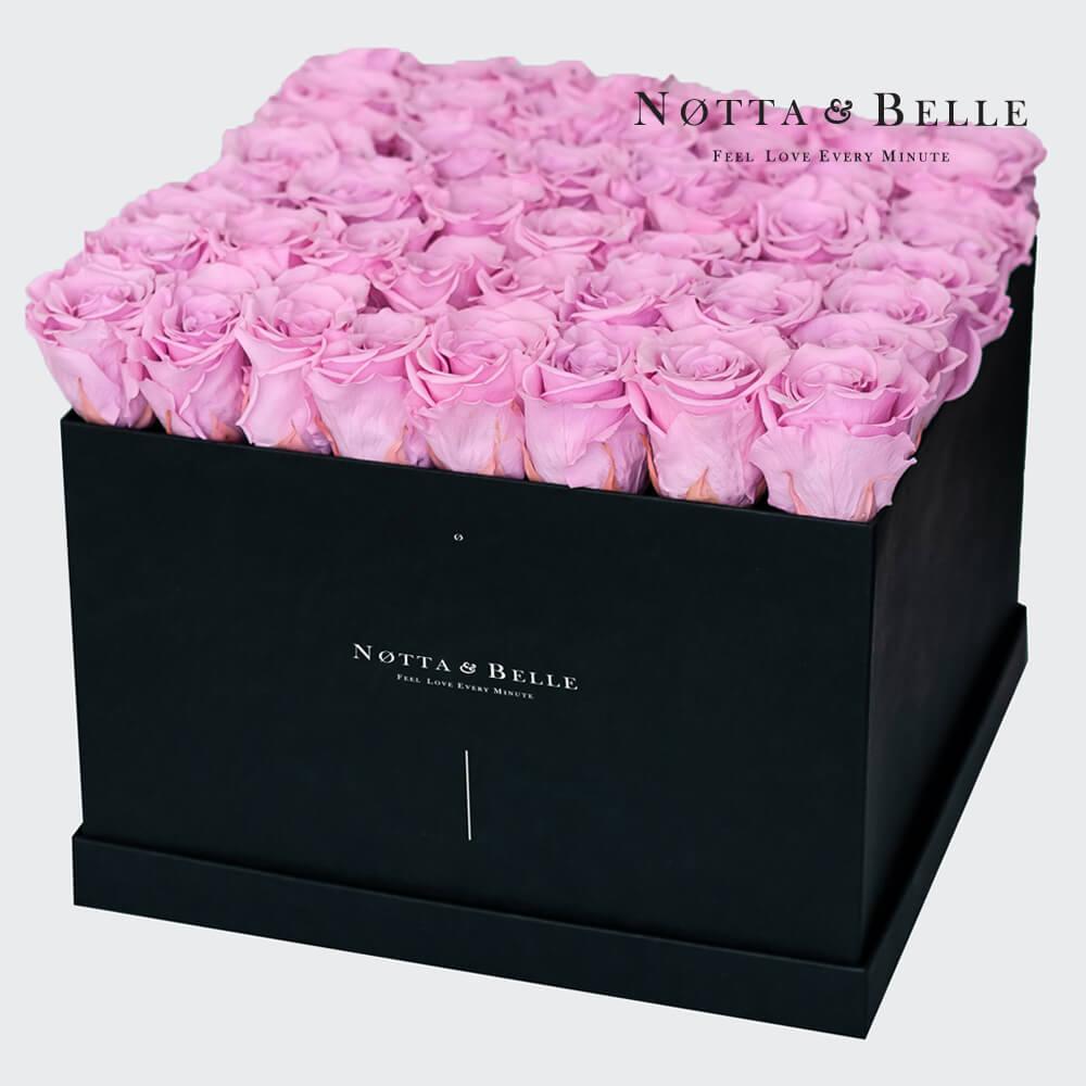 Růžová kytice «Romantic» v černé krabičce - 49 ks