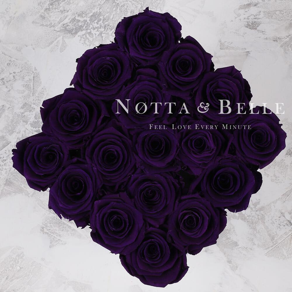 Fialová kytice «Forever» v černé krabičce - 17 ks