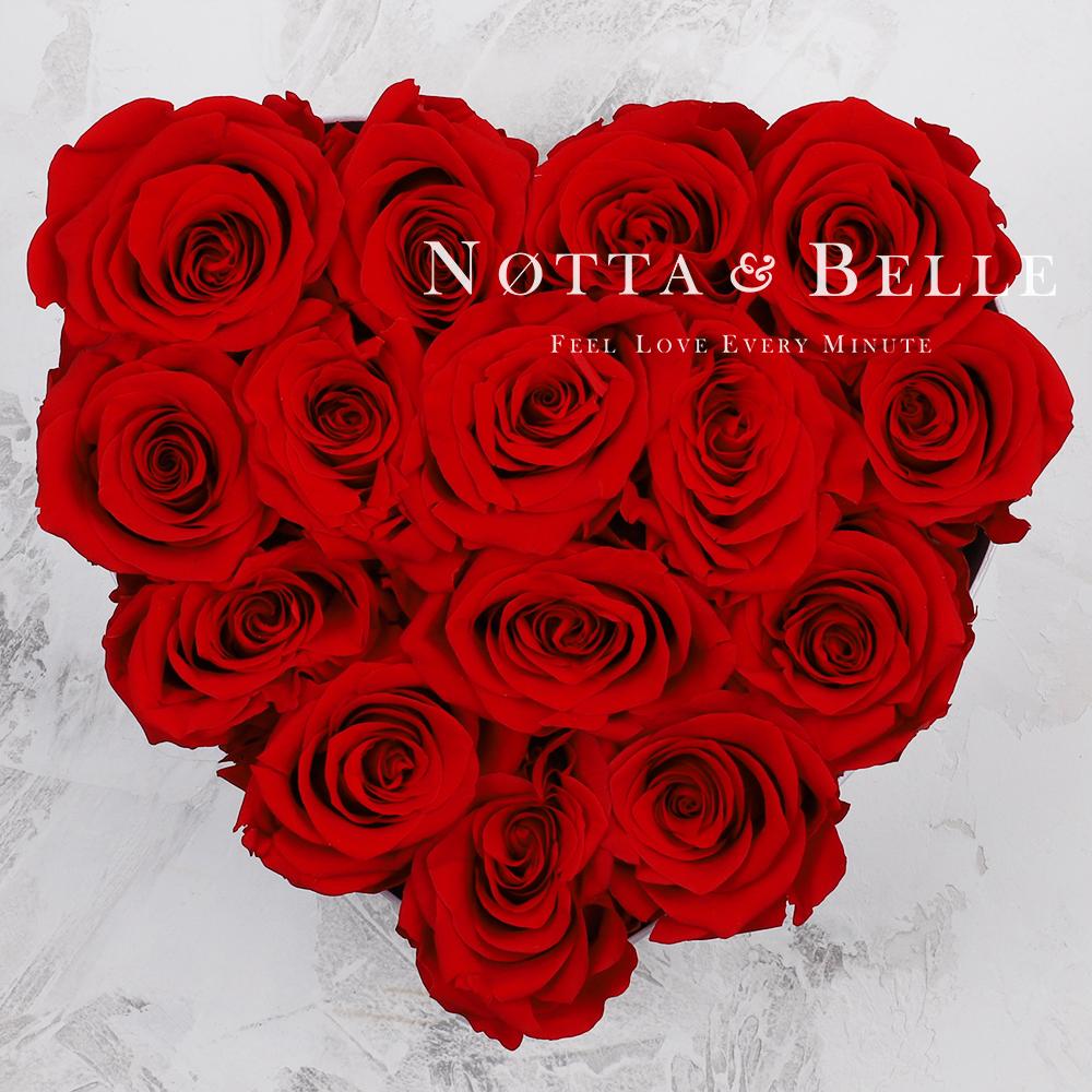 Červená kytice «Love» v bílé krabičce - 15 ks