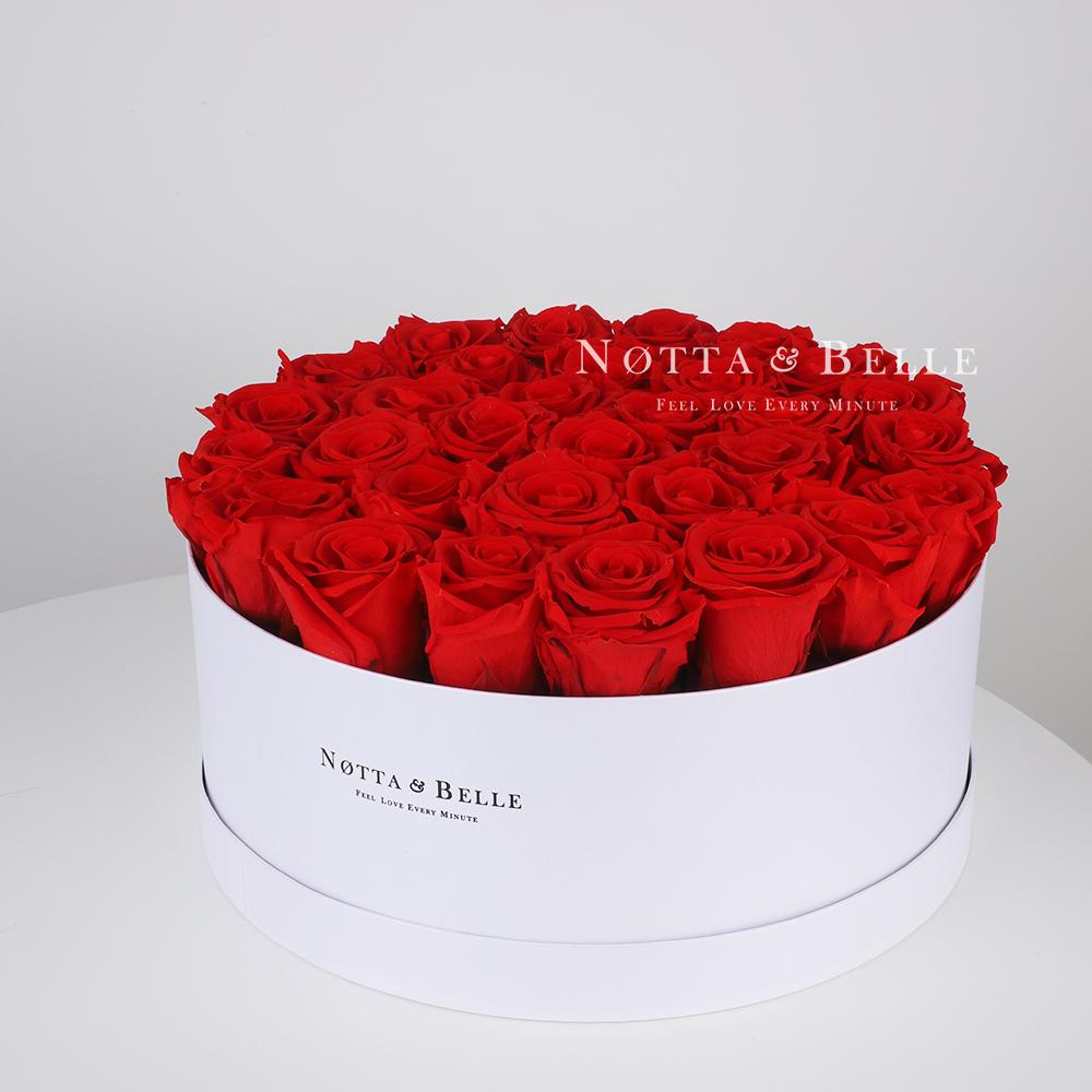 Roter Rosenstrauß «Princess» in einer weissen Box – 29 Stück
