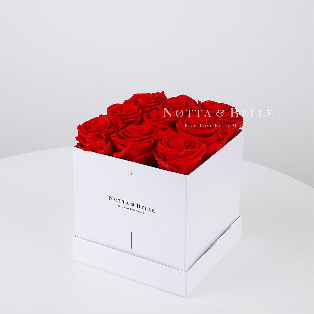 Ramo rojo «Romantic» en una caja blanca - 9 piezas