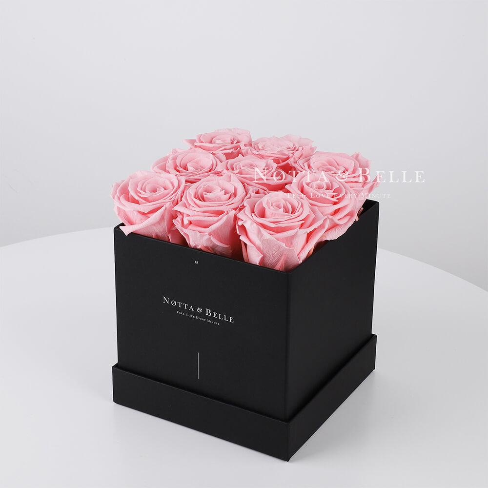Ramo rosa «Romantic» en una caja negra - 9 piezas