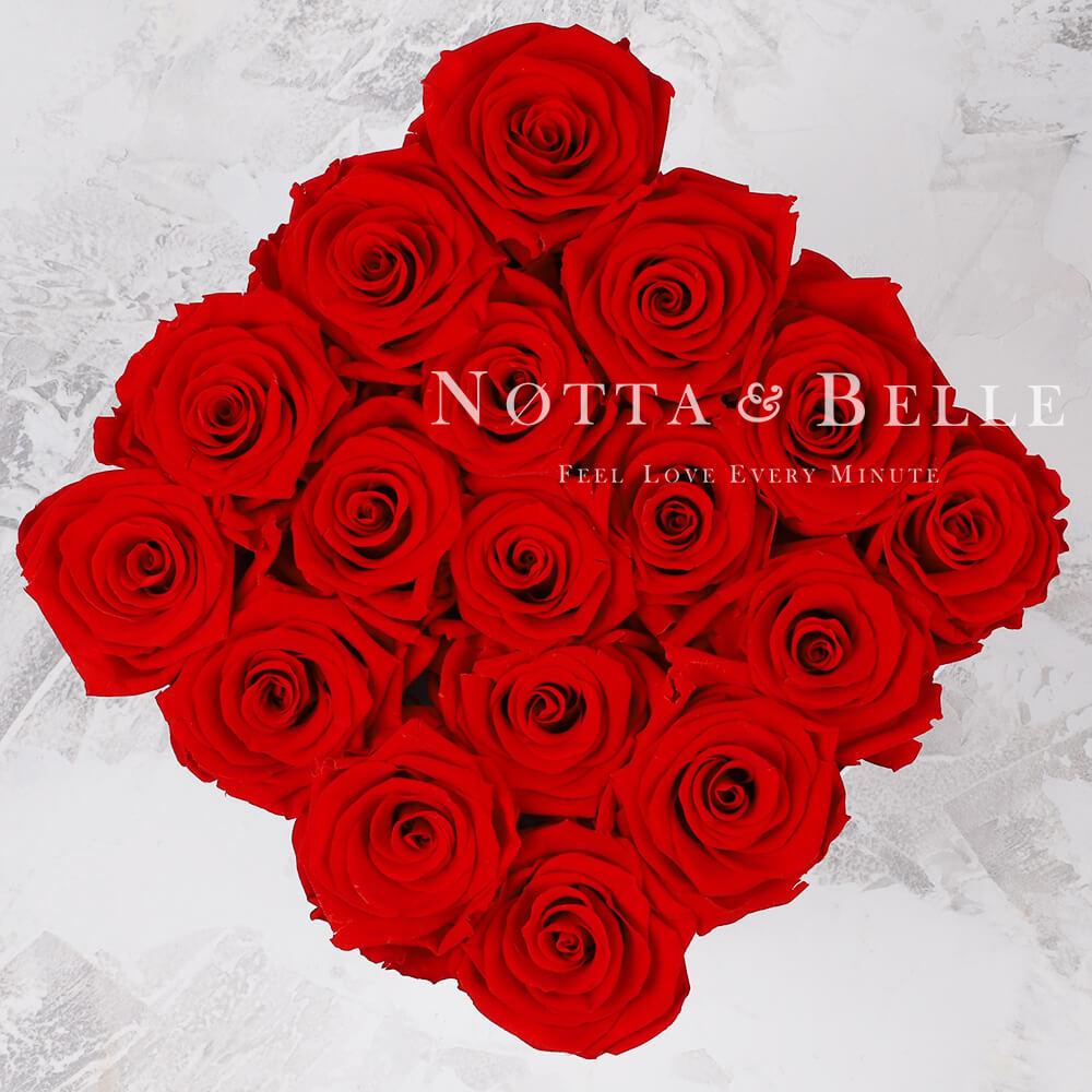 Ramo rojo «Romantic» en una caja negra - 17 piezas