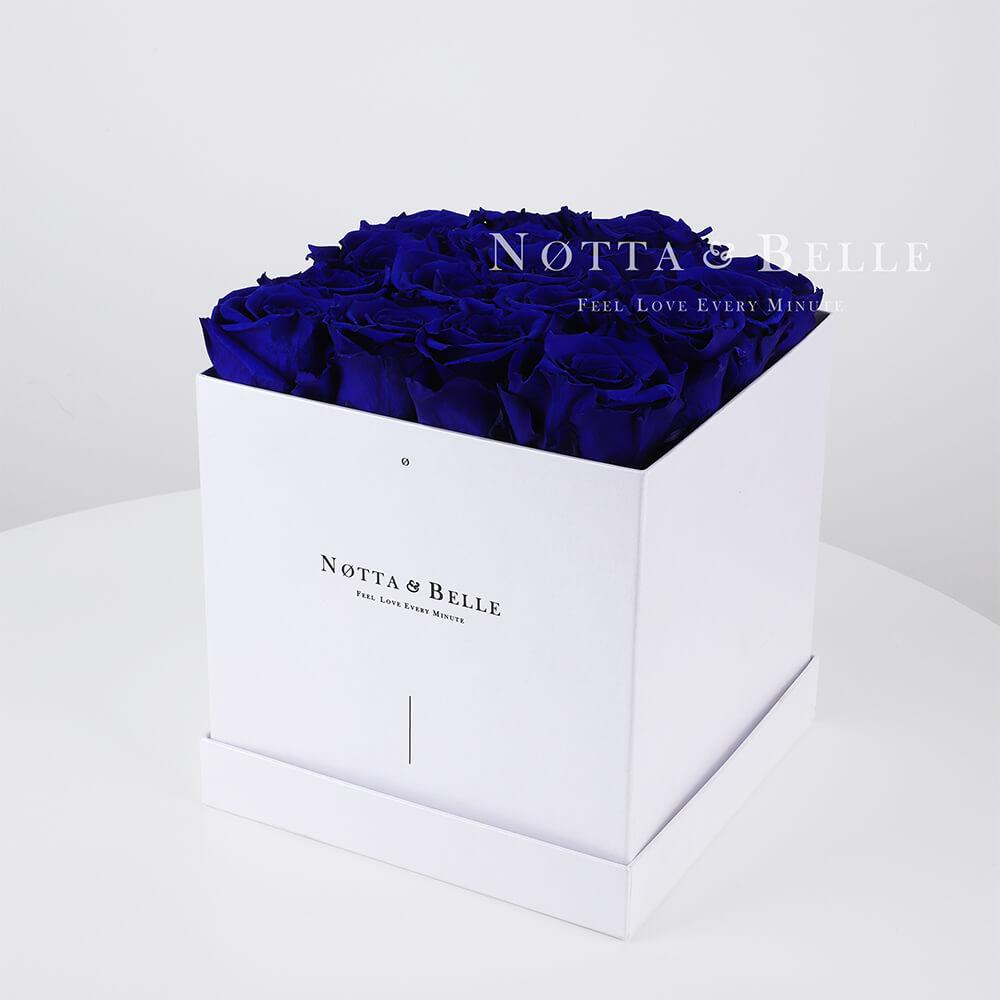 Ramo azul «Romantic» en una caja blanca - 17 piezas