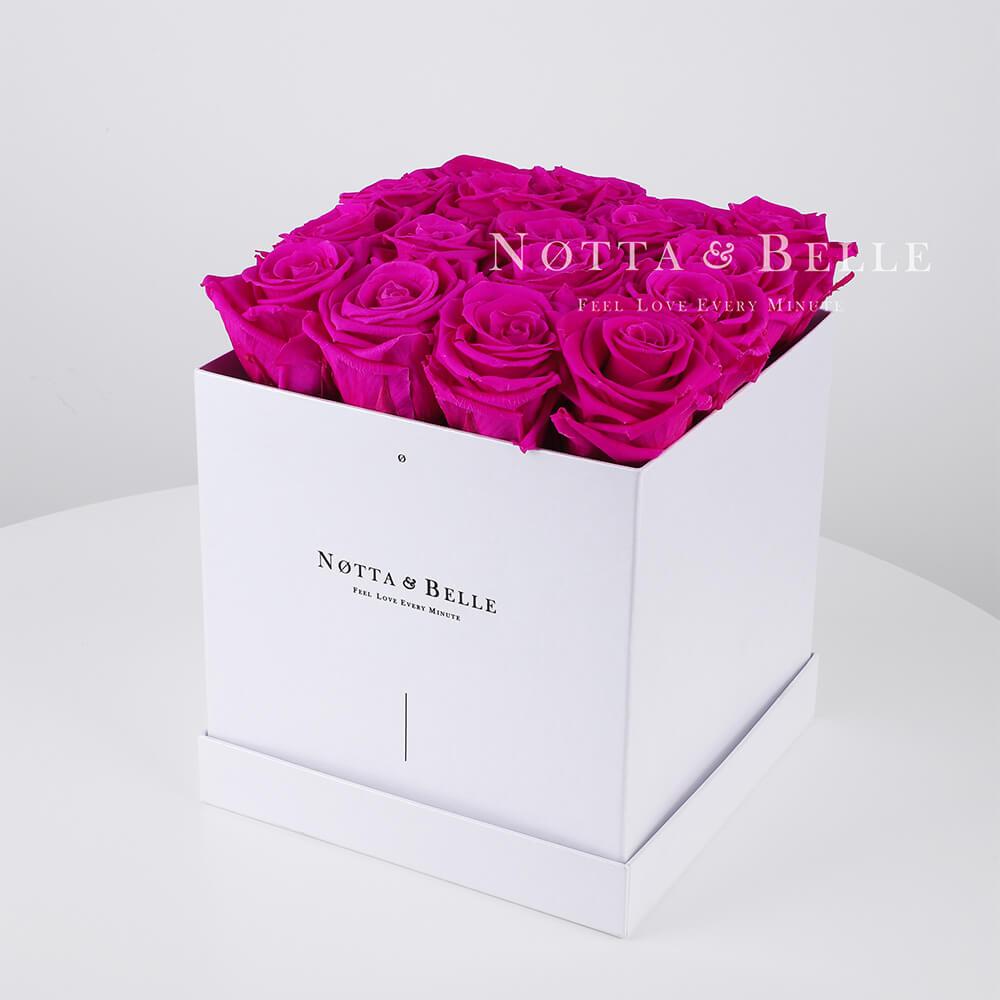Ramo de color fucsia «Romantic» en una caja blanca - 17 piezas