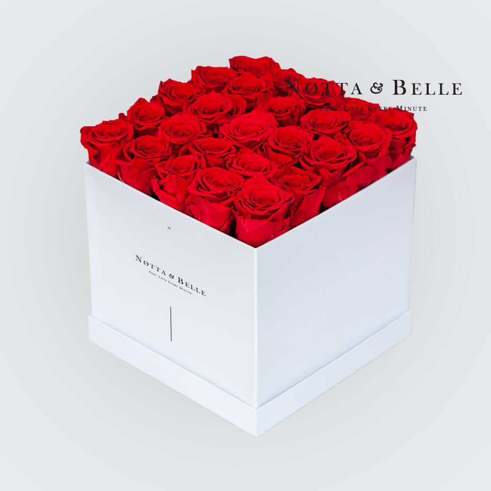 Ramo rojo «Romantic» en una caja blanca - 25 piezas