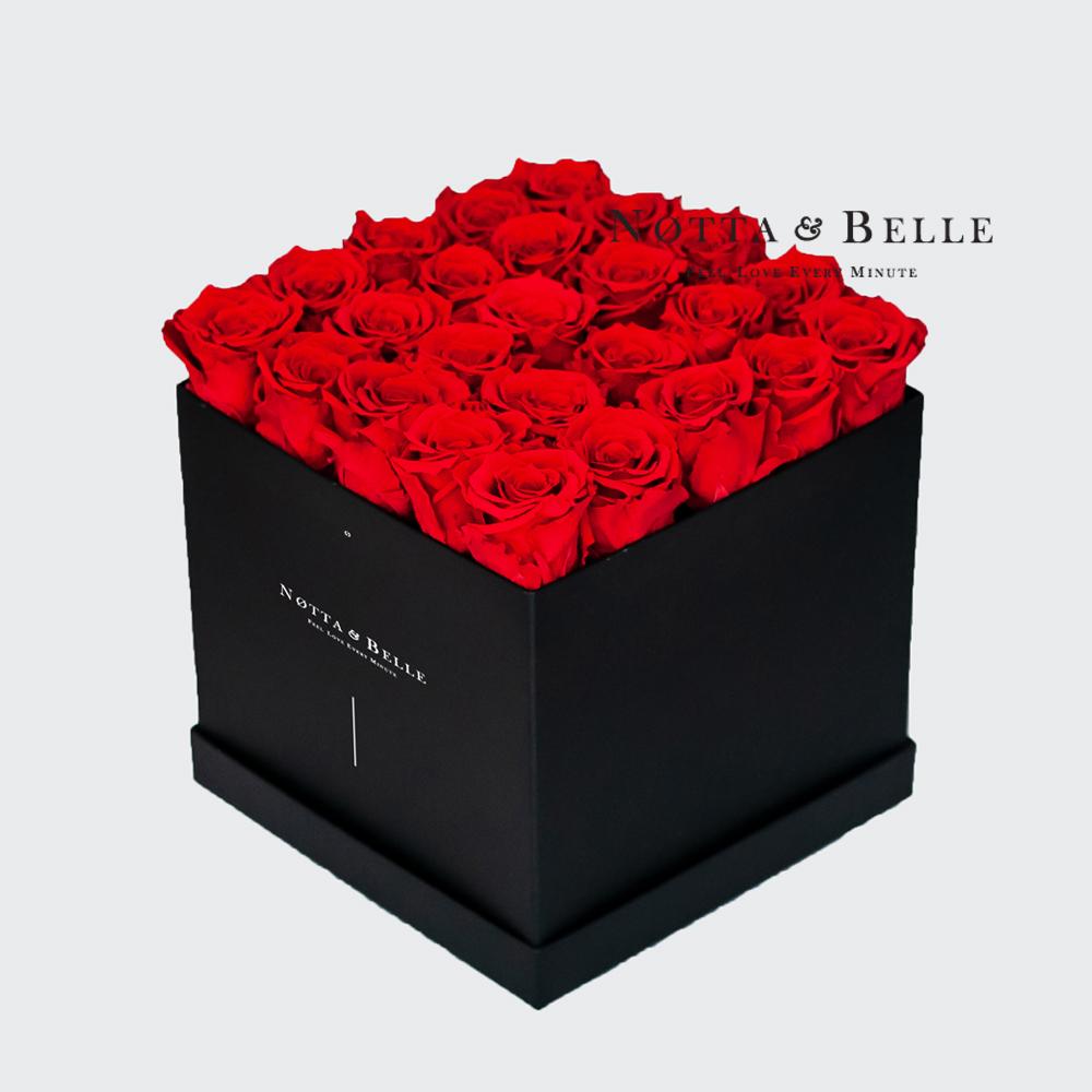 Ramo rojo «Romantic» en una caja negra - 25 piezas