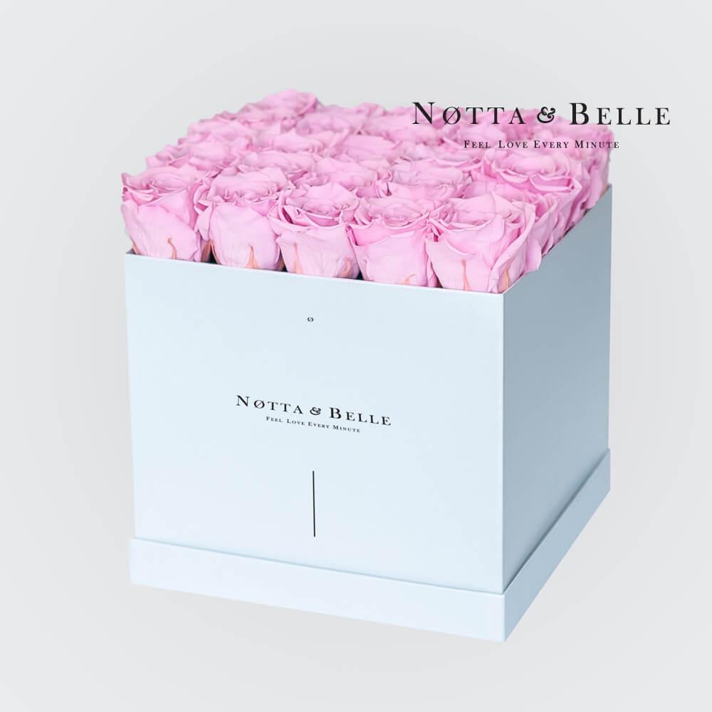 Ramo rosa «Romantic» en una caja blanca - 25 piezas