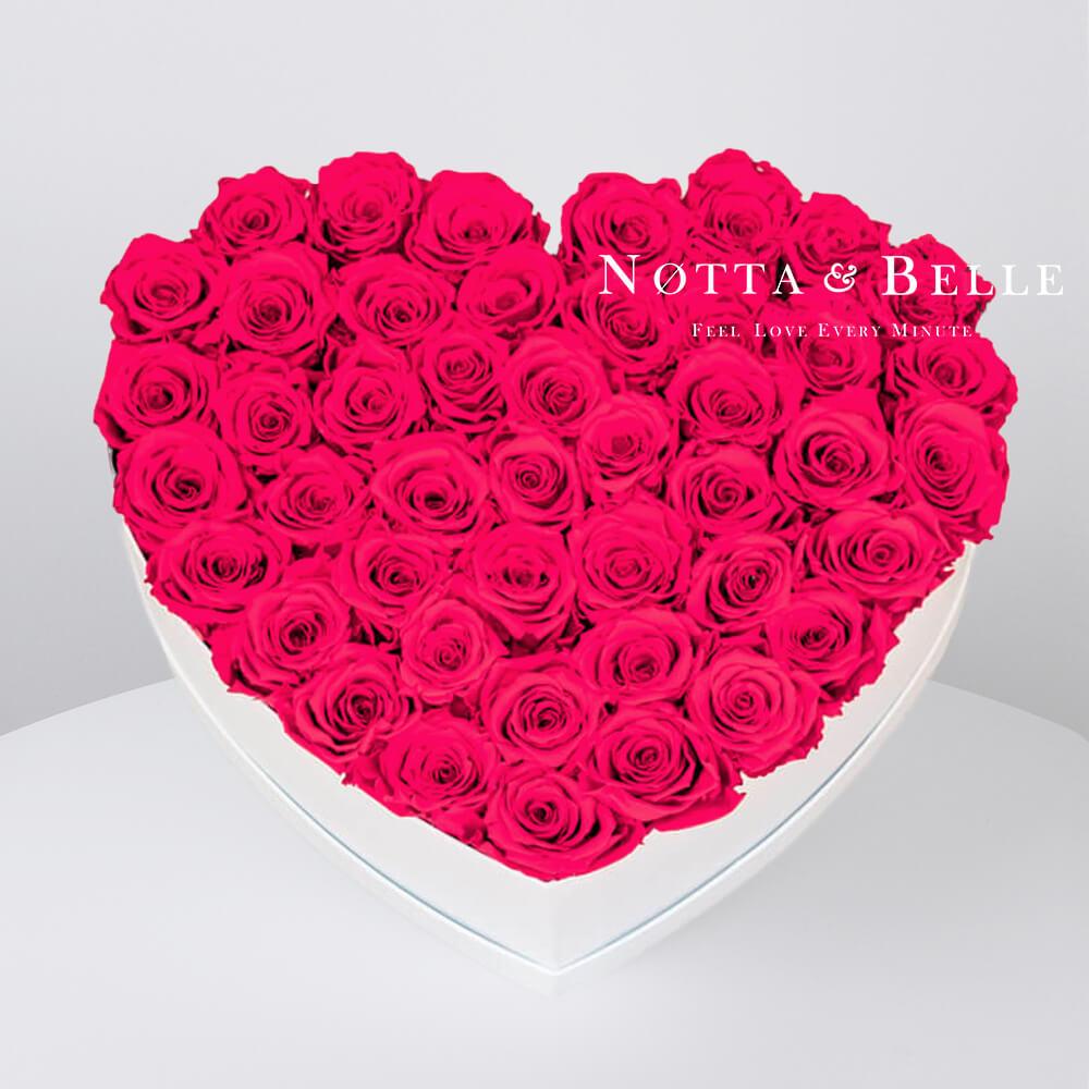 Ramo de color rosa brillante «Love» en una caja blanca - 35 piezas