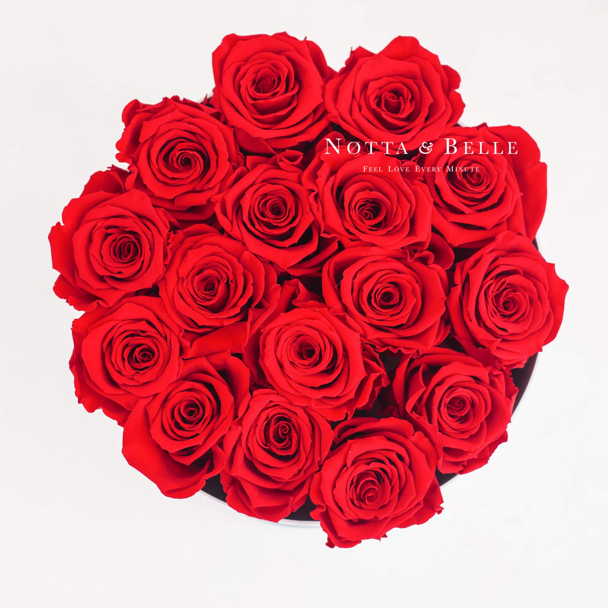 Ramo rojo «Princess» en una caja blanca - 15 piezas