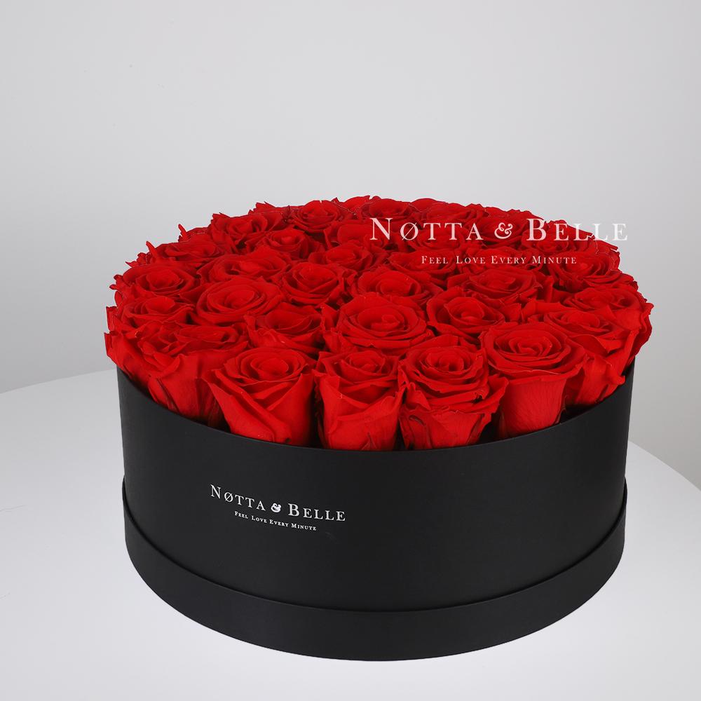 Ramo rojo «Princess» en una caja negra - 29 piezas