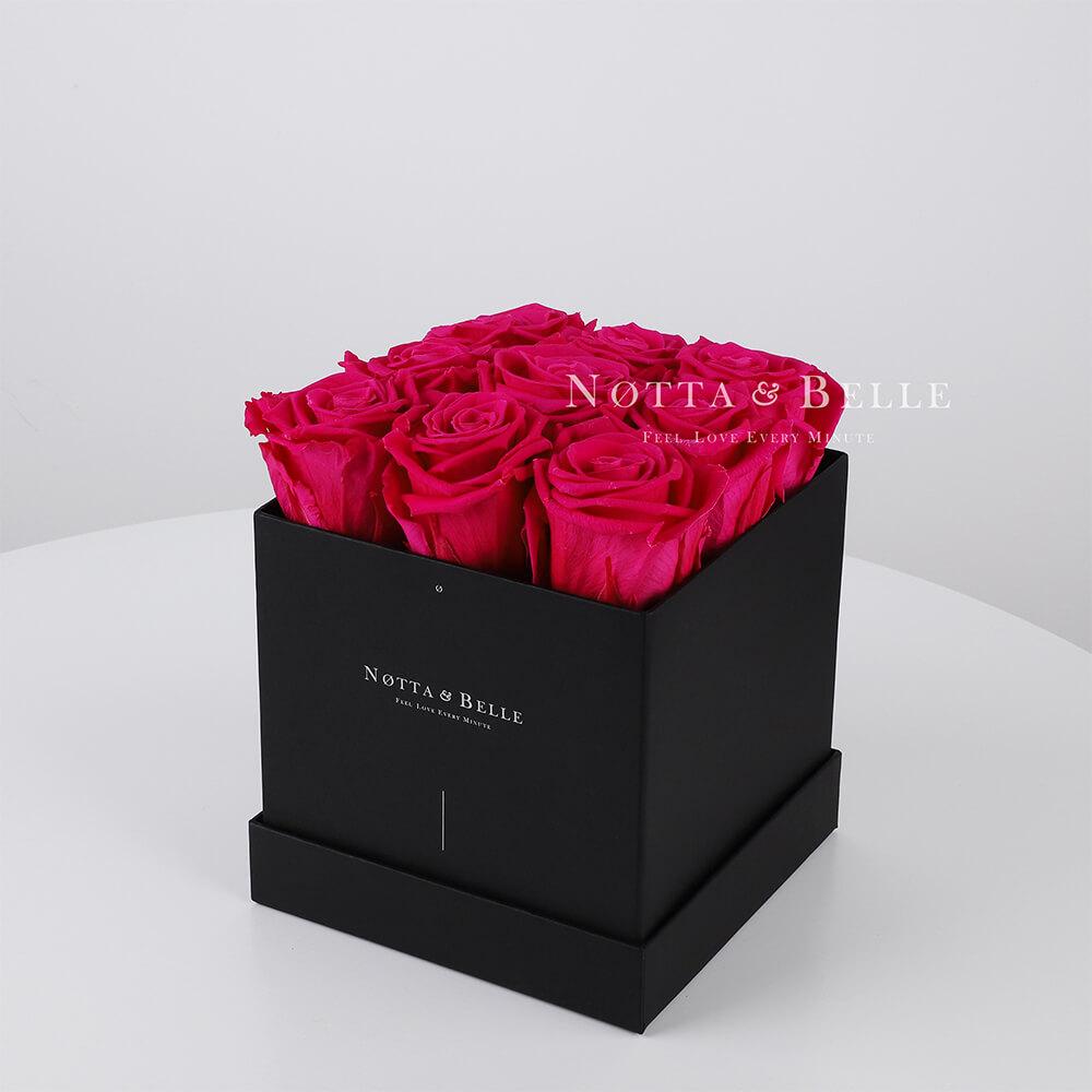Mazzo colore rosa acceso «Romantic» in una scatola nera - 9 pz.