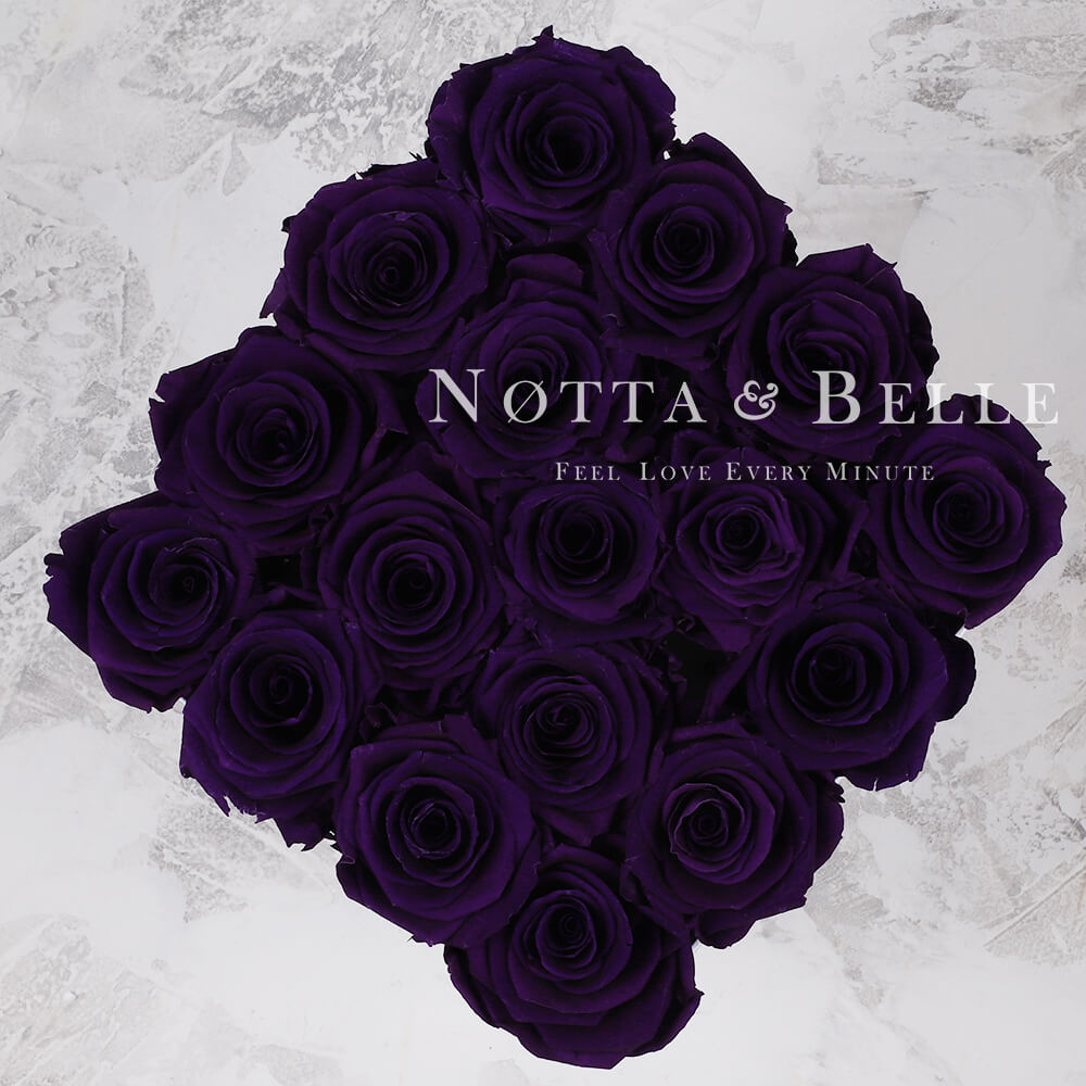 Mazzo colore viola «Romantic» in una scatola bianca - 17 pz.