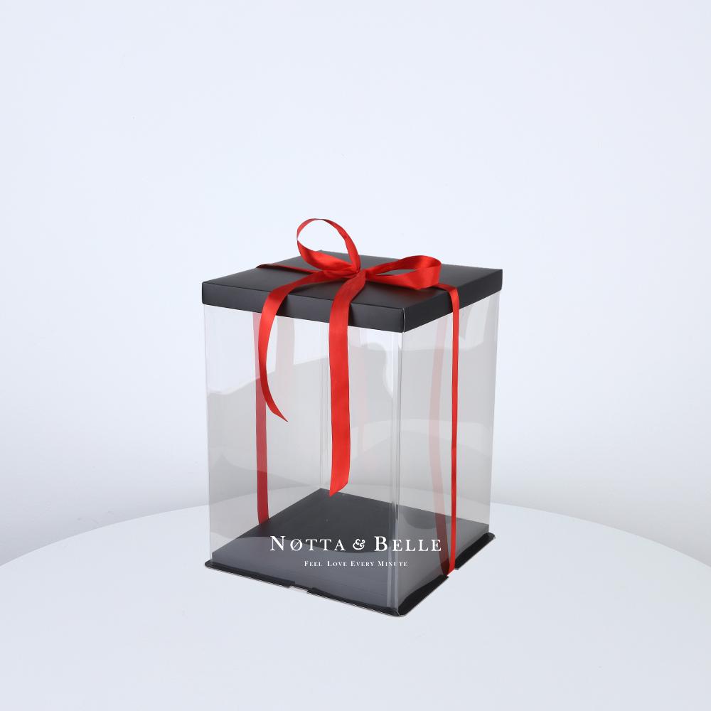 Подарочная коробка для мишки из роз 25 см.