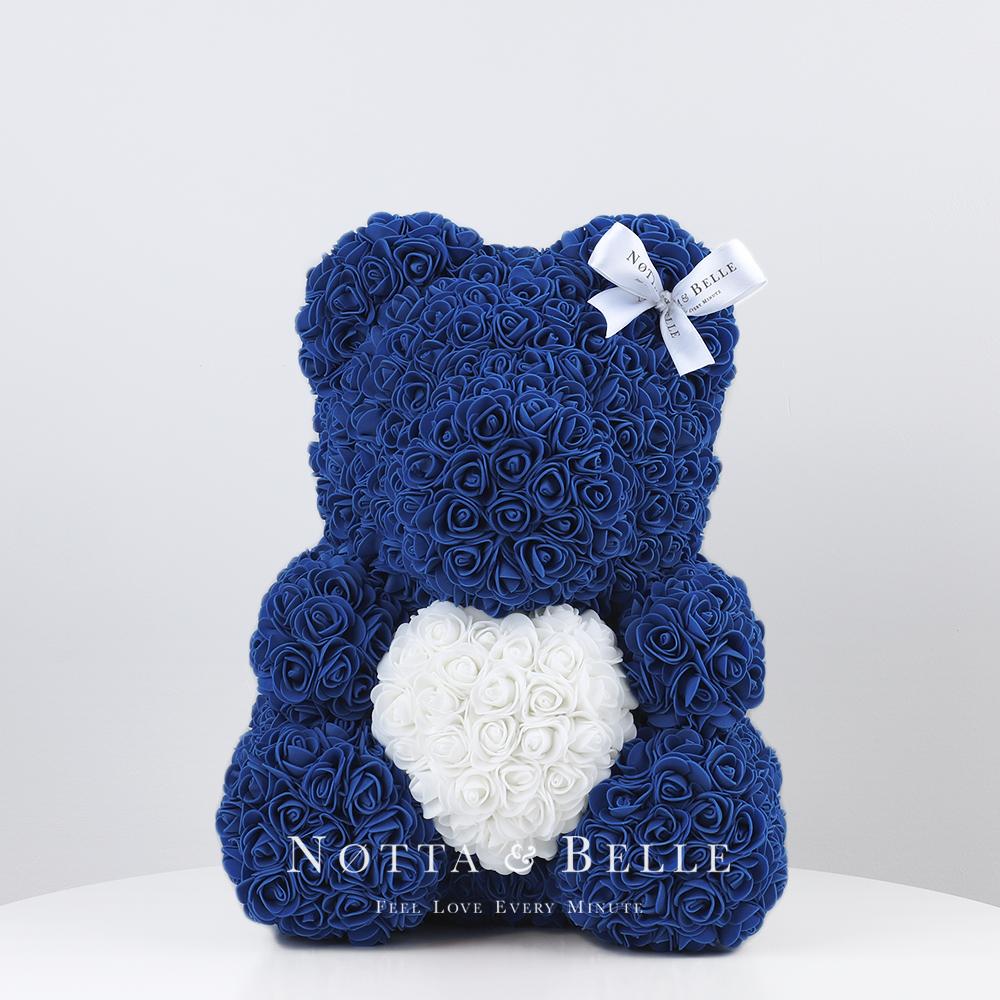 Синий мишка из роз с белым сердцем - 35 см