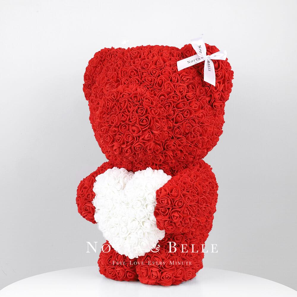 Красный мишка из роз с белым сердцем - 55 см