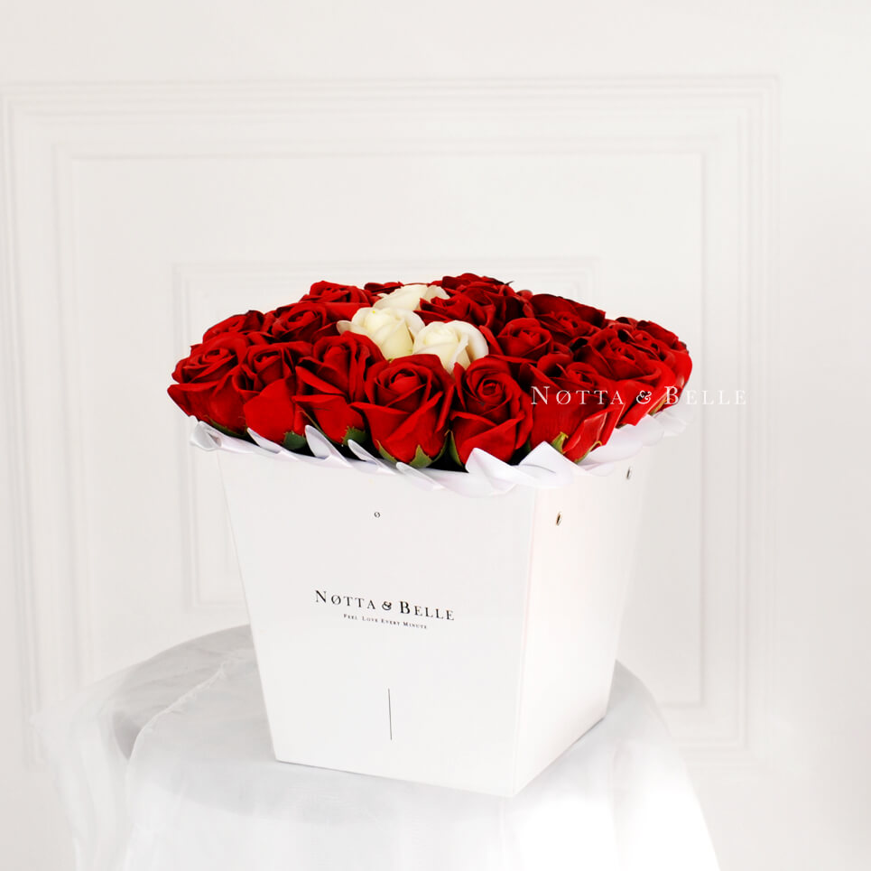 Мыльные розы красного цвета - White big