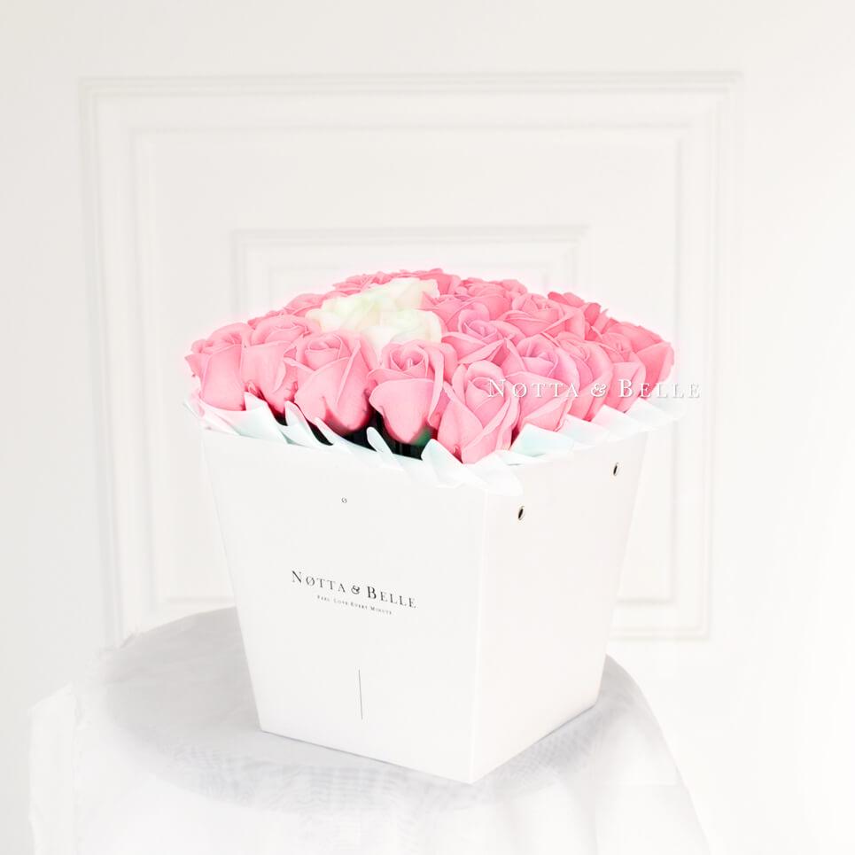 Мыльный букет розового цвета №421 из 35 розы