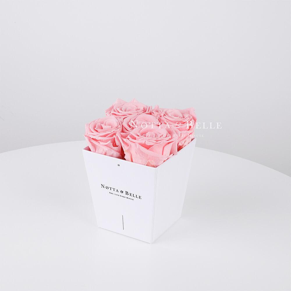 Ramo rosa «Forever» en una caja blanca - 5 piezas