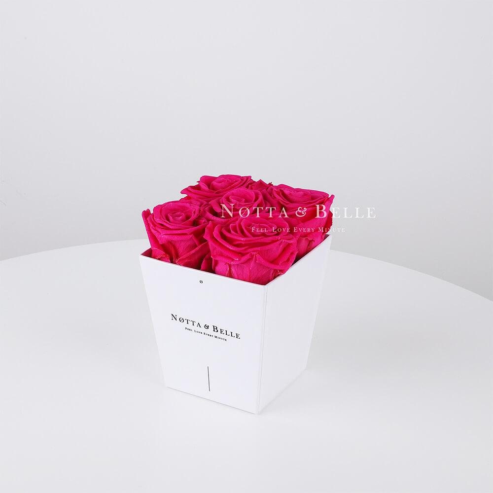 Ramo de color rosa brillante «Forever» en una caja blanca - 5 piezas