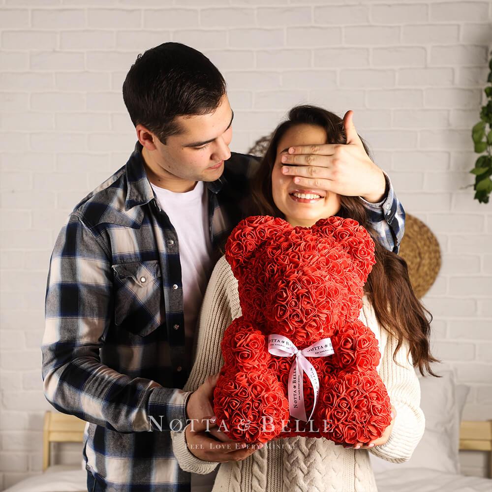Красный мишка из 3d роз с бантиком от Notta & Belle