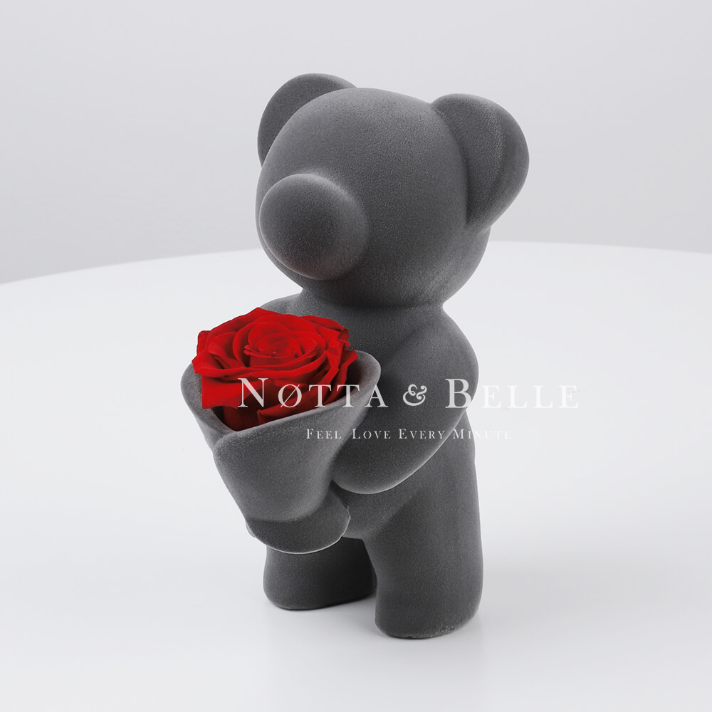 Teddy bear with a bouquet of roses