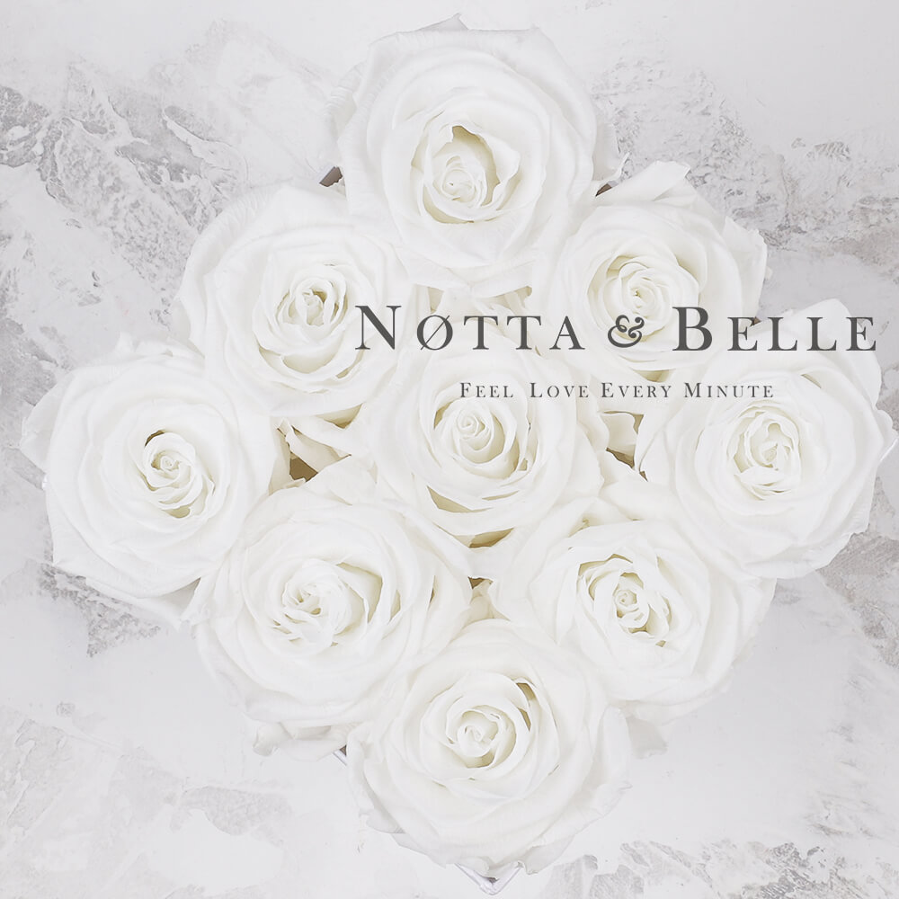 «Romantic» aus 9 weiß Rosen