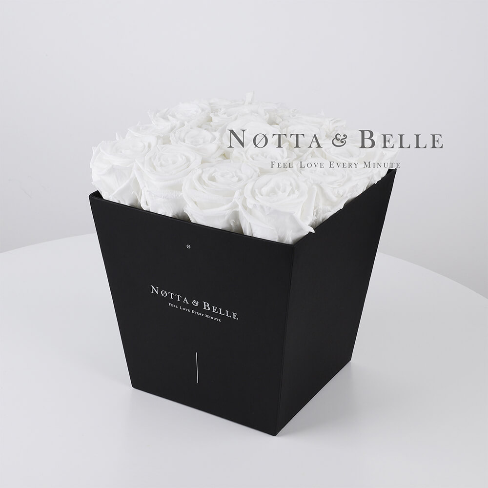 Ramo blanca «Forever» en una caja negra - 17 piezas