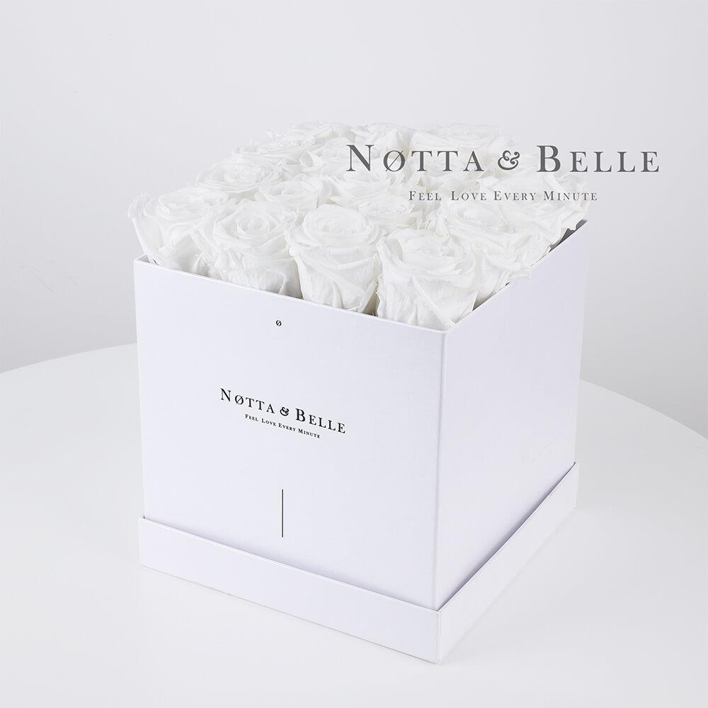 Ramo blanca «Romantic» en una caja blanca - 17 piezas