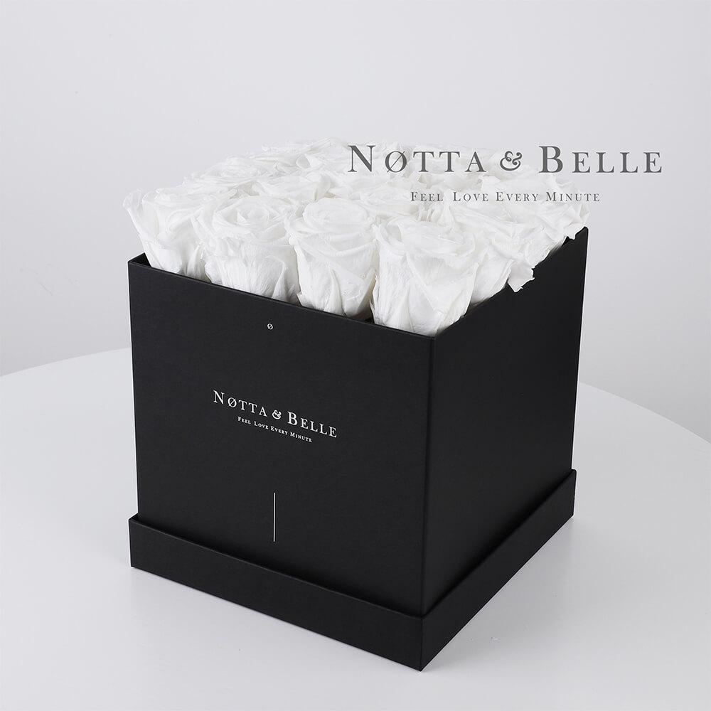 Ramo blanca «Romantic» en una caja negra - 17 piezas
