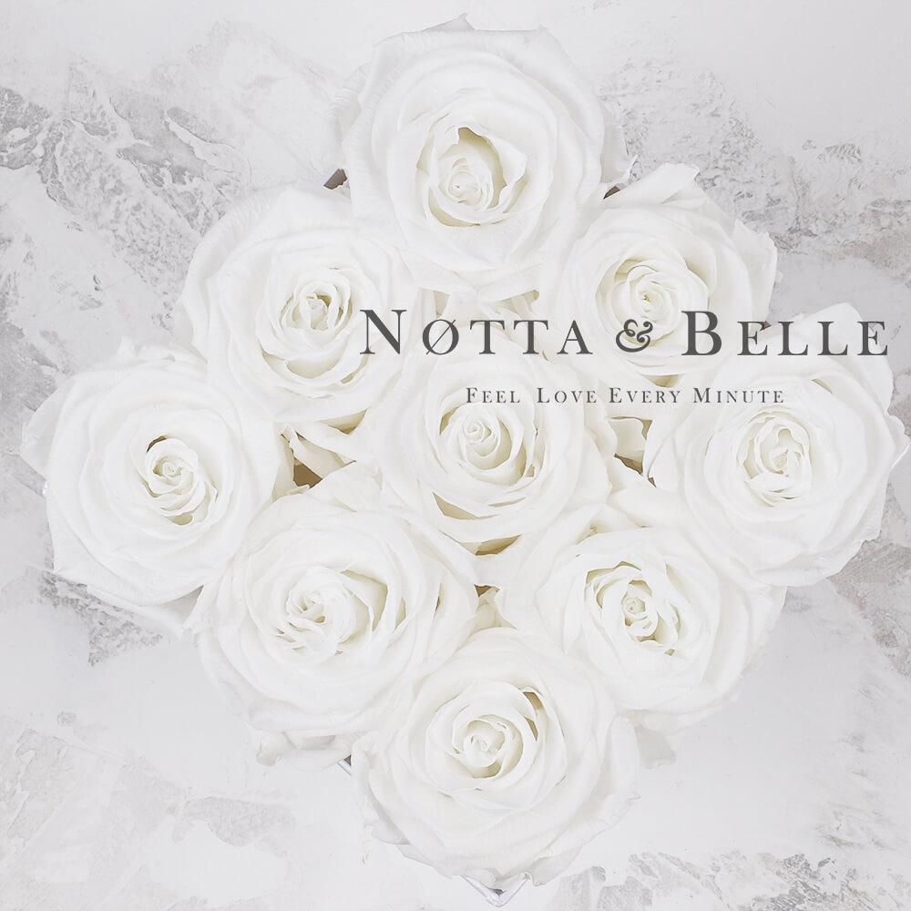 Bílá kytice «Romantic» v černé krabičce - 9 ks