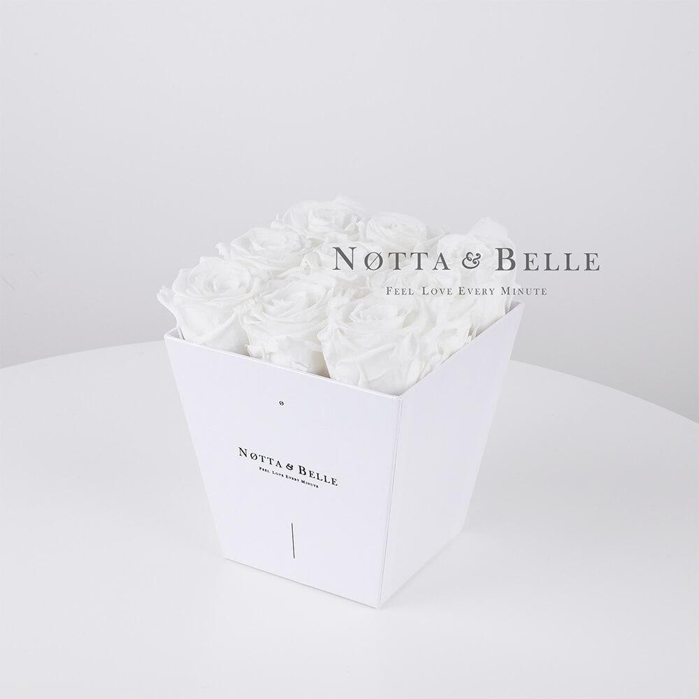 Bílá kytice «Forever» v bílé krabičce - 9 ks