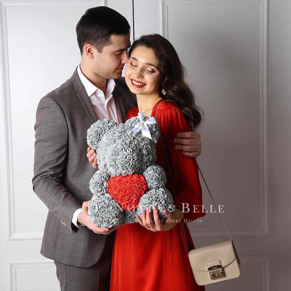 Серый мишка из роз c красным сердцем - 35 см