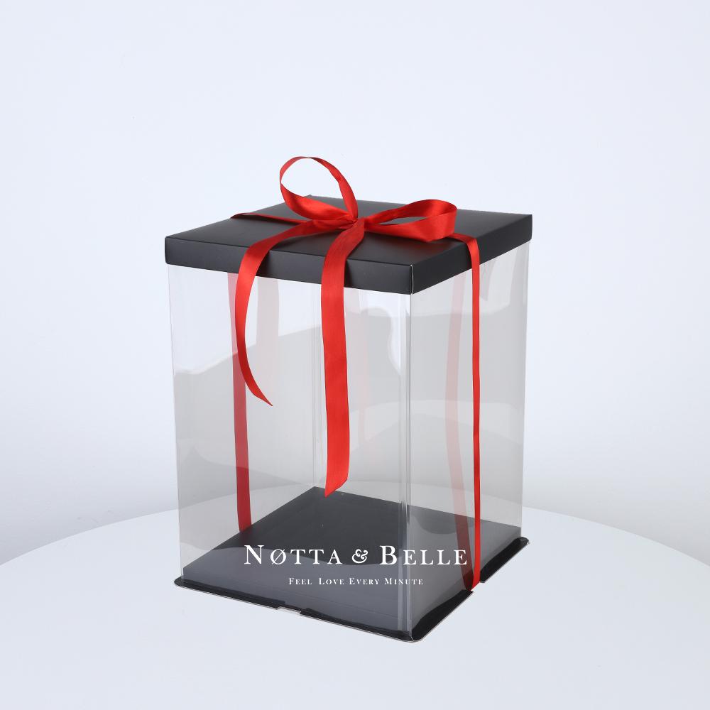 Подарочная коробка для мишки из роз